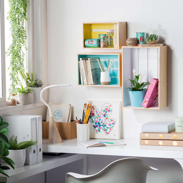 5 ideas para delimitar tu escritorio en casa de maneras for Como decorar tu escritorio de oficina