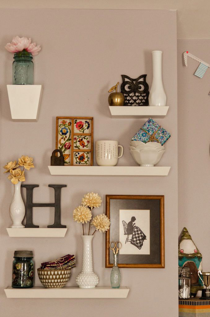 shelves for living room decorations cinco ideas para decorar un muro peque 241 o 22421