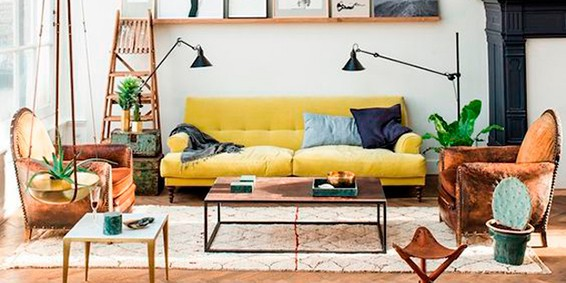 Las claves para decorar un living de inspiraci n retro - Sofas amarillos color paredes ...